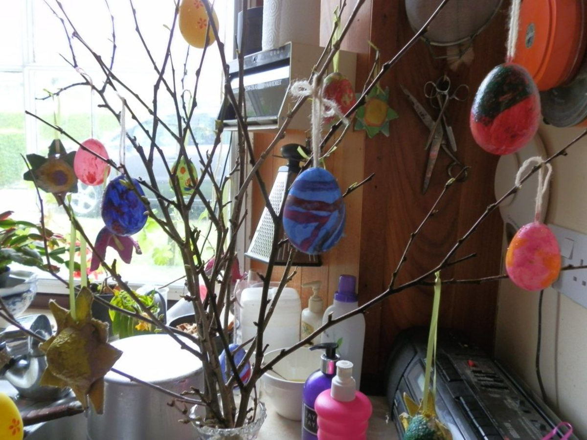 egg box decoration bottom left of photo of Easter tree