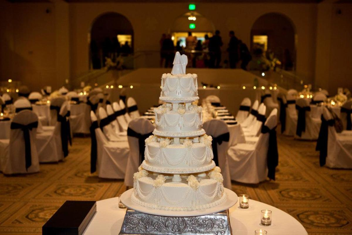 My beautiful tiered cake (nobody ever saw the similarly frosted sheet cakes in the back)