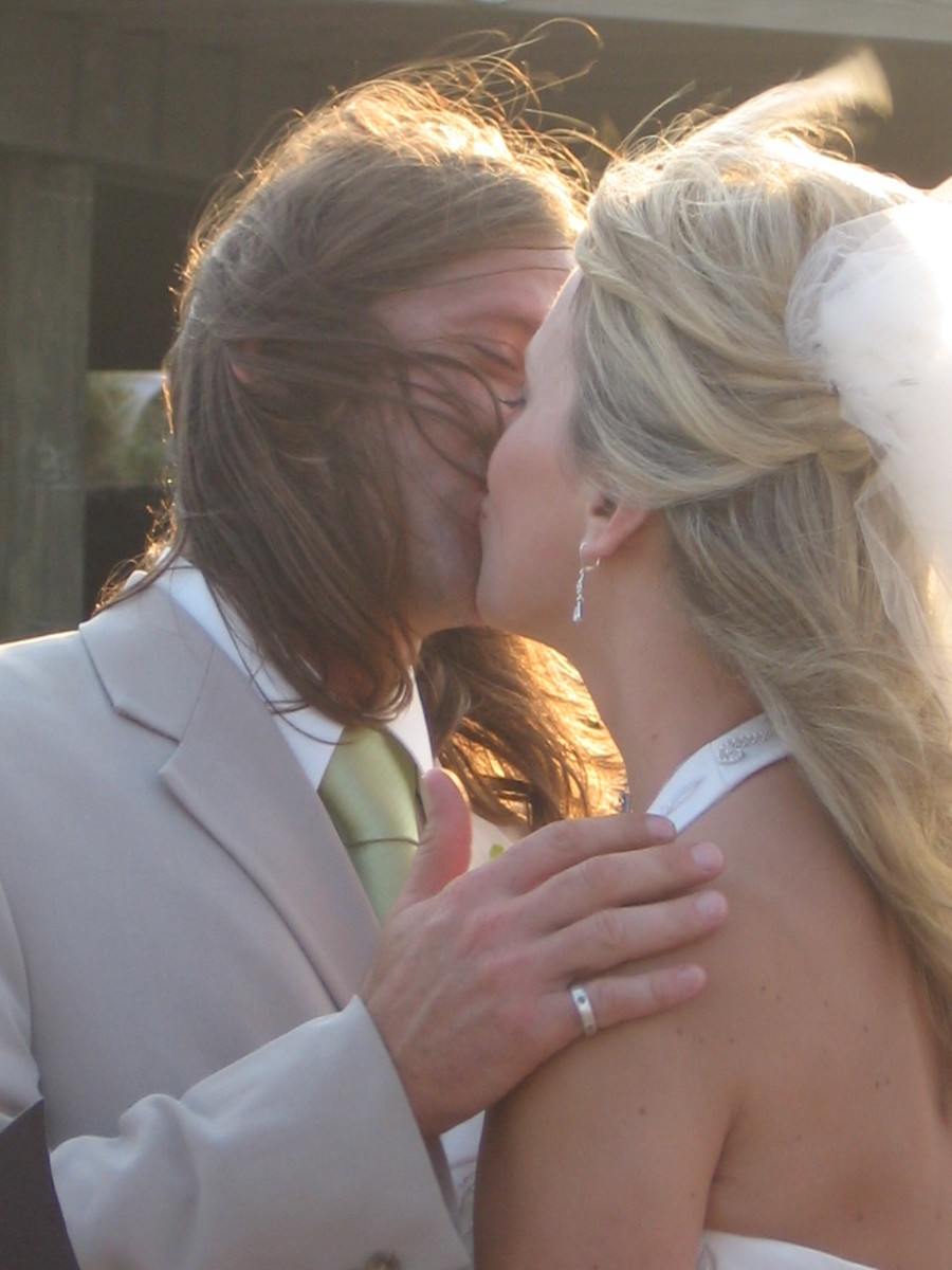 Relive the joy of this day each wedding anniversary