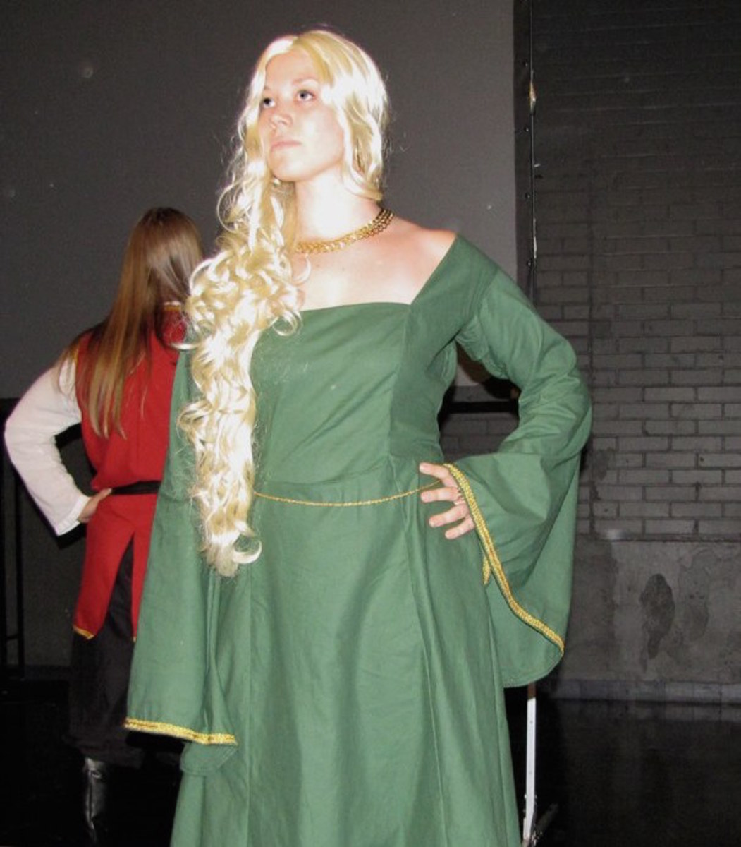 This woman made her own Cersei dress in a lovely shade of green.