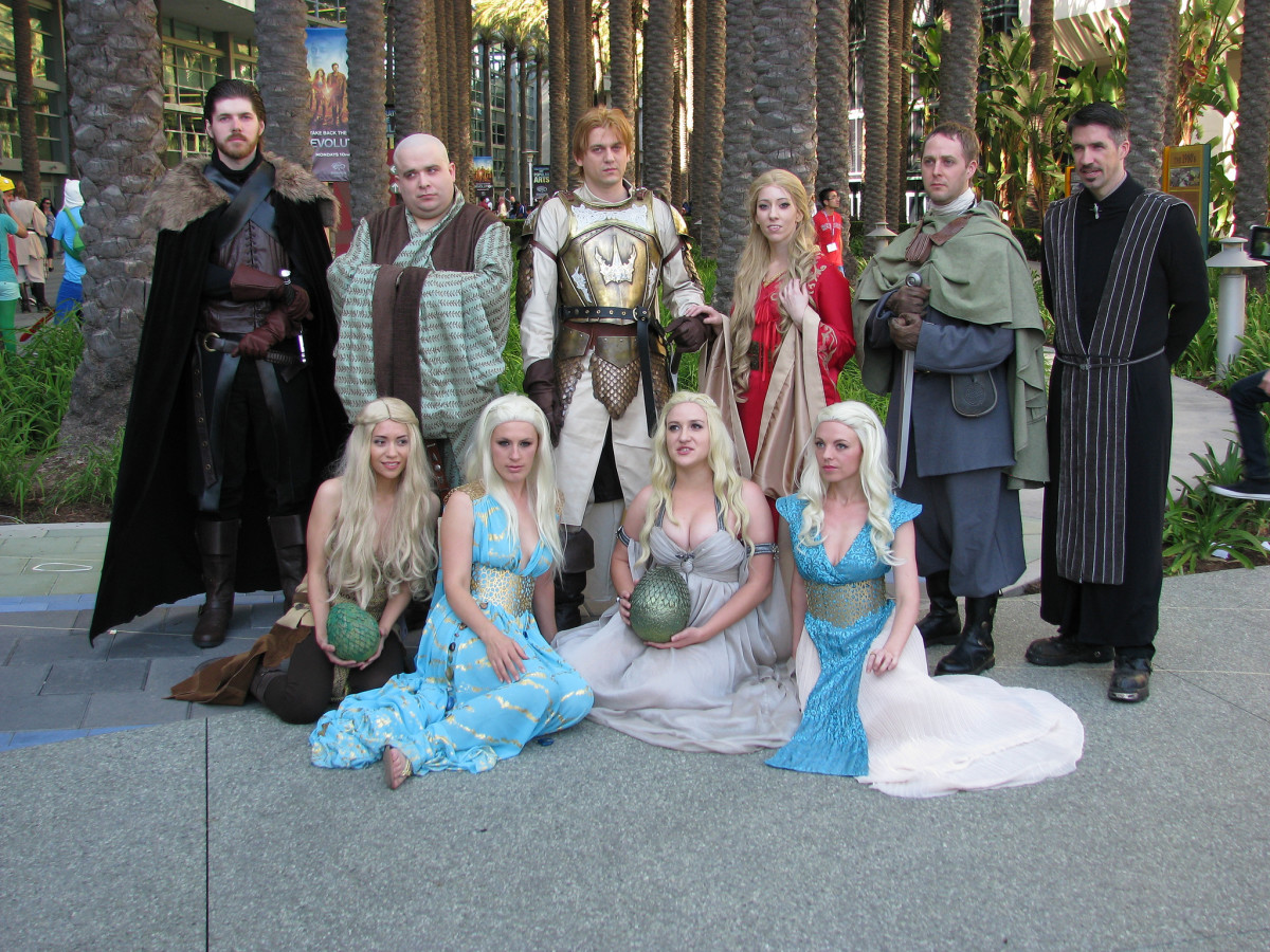 A group of GoT cosplayers (with more than a few Khaleesis!).