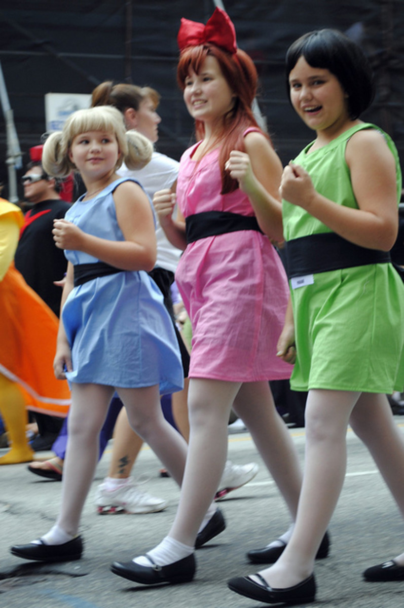 The Powerpuff Girls are popular among most age groups. Here is a good example of how to wear the style of the three girls.