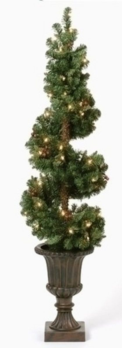 How to Make a Christmas Topiary: 5 DIY Projects | Holidappy