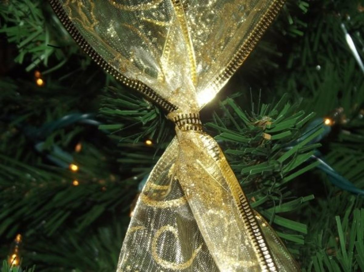 close up how to criss cross ribbon on the tree - Criss Cross Ribbon Christmas Tree