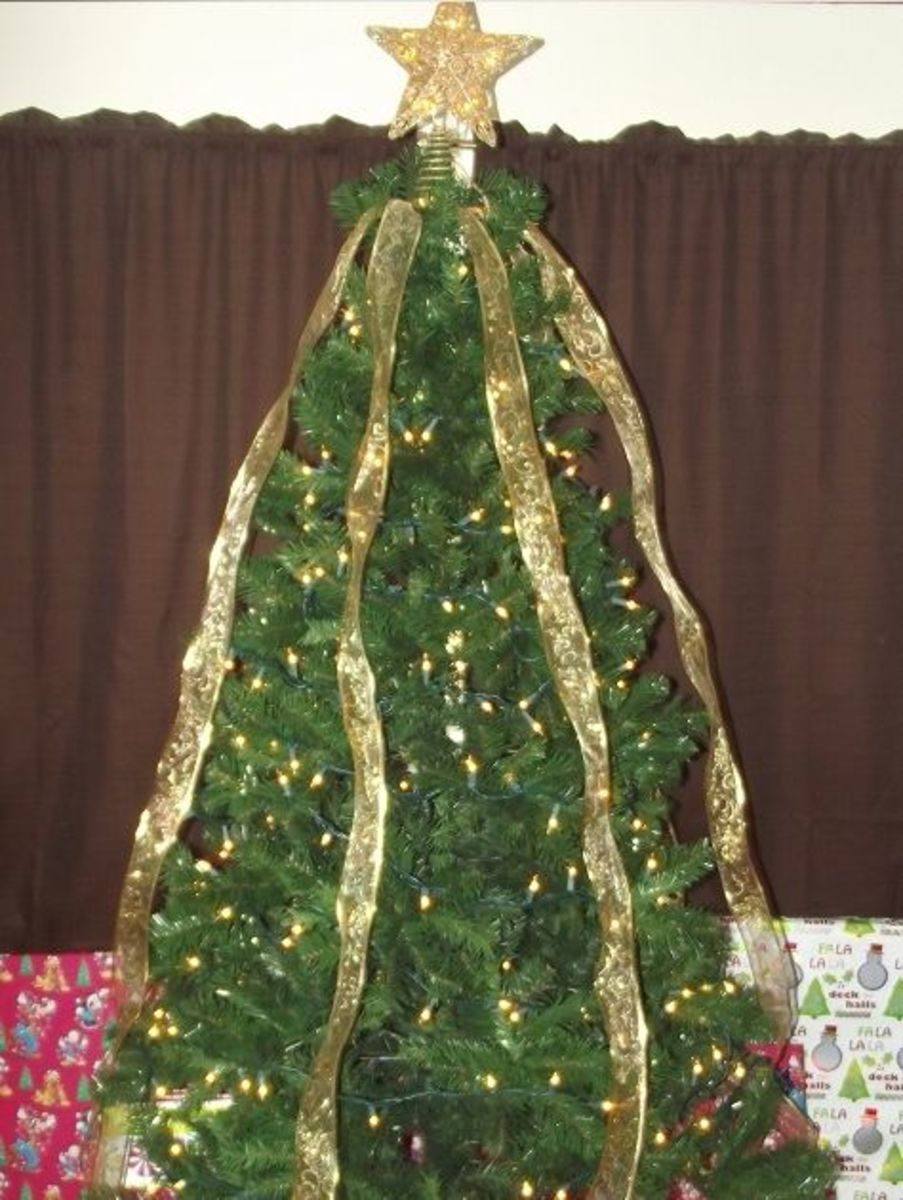 How To Crisscross Ribbons On A Christmas Tree Holidappy Celebrations