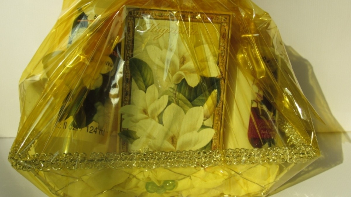 This basket is accented in yellow with magnolia and vanilla scents.