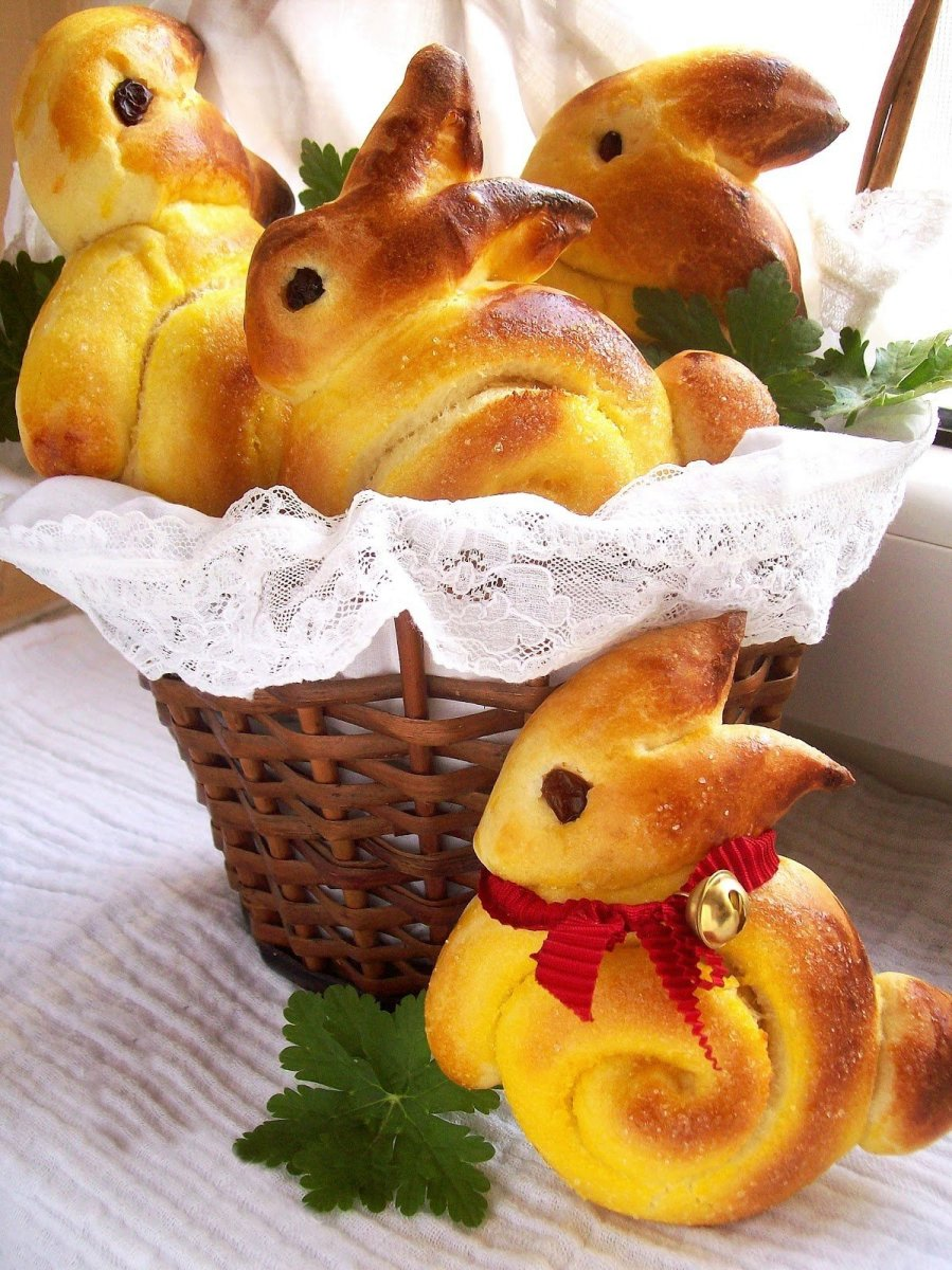 Easter bunny dinner rolls are also great for breakfast on the next day.