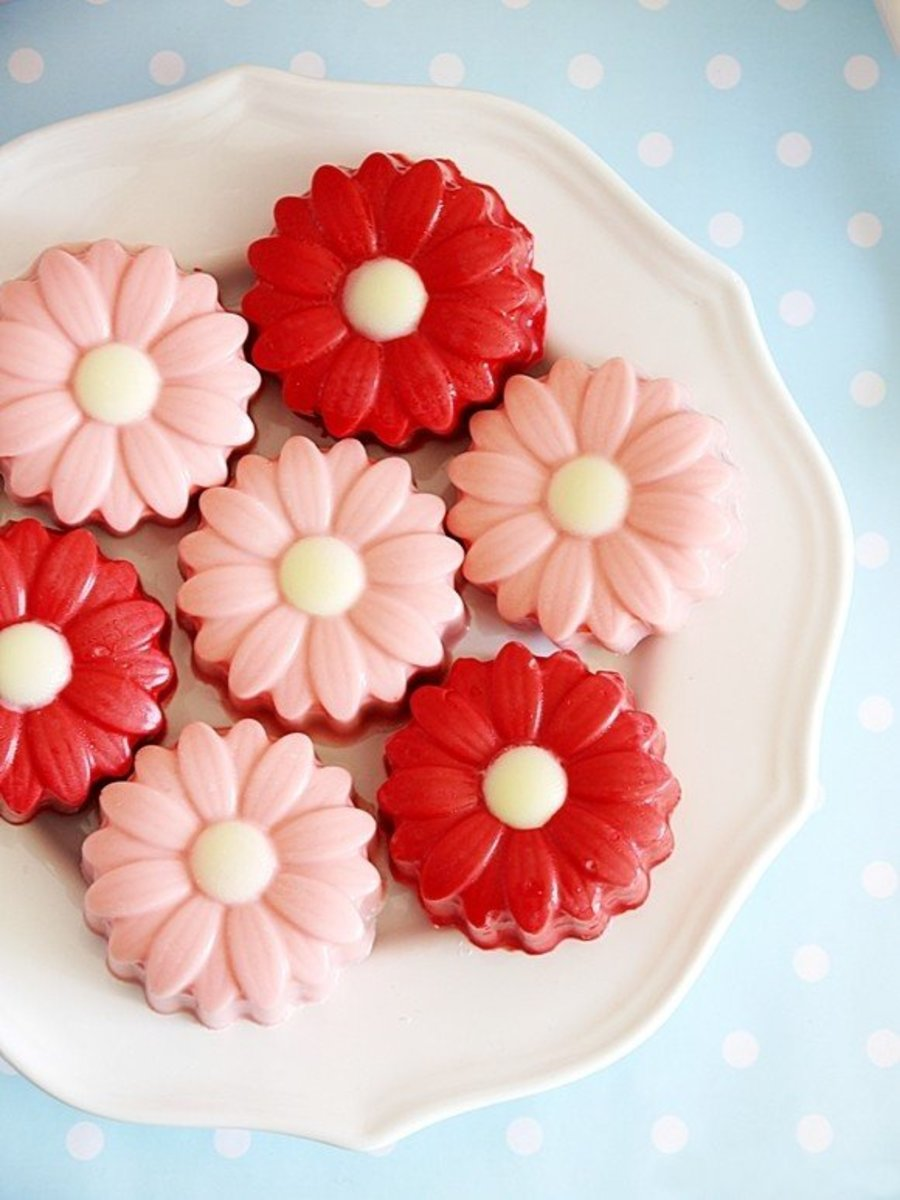 Oreo cookies transformed into pretty flowers for Mother's Day.