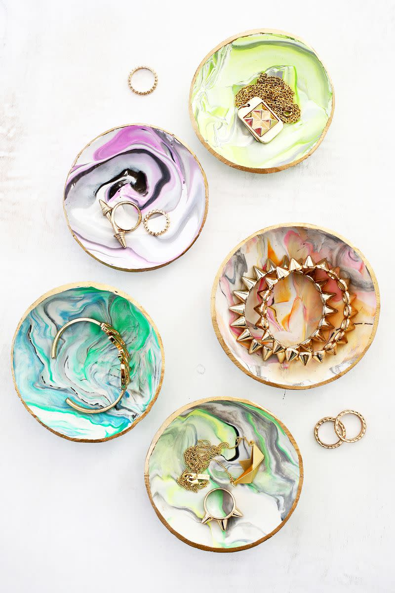 DIY jewelry dishes make great gifts for moms.