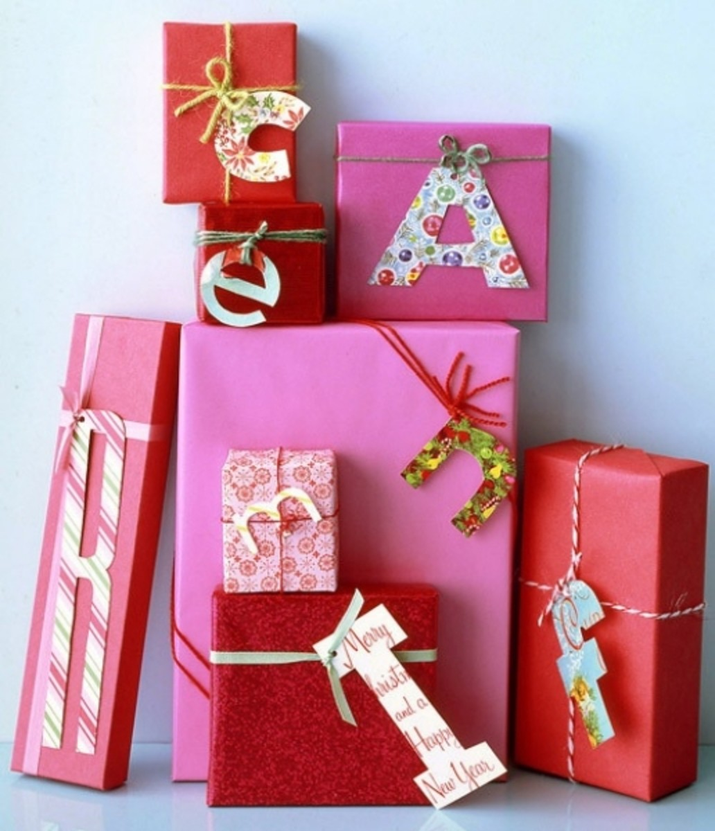 Simple, quick, & creative ideas for gift wrapping. Try using the letter of the recipient's first name as a personalized name card!