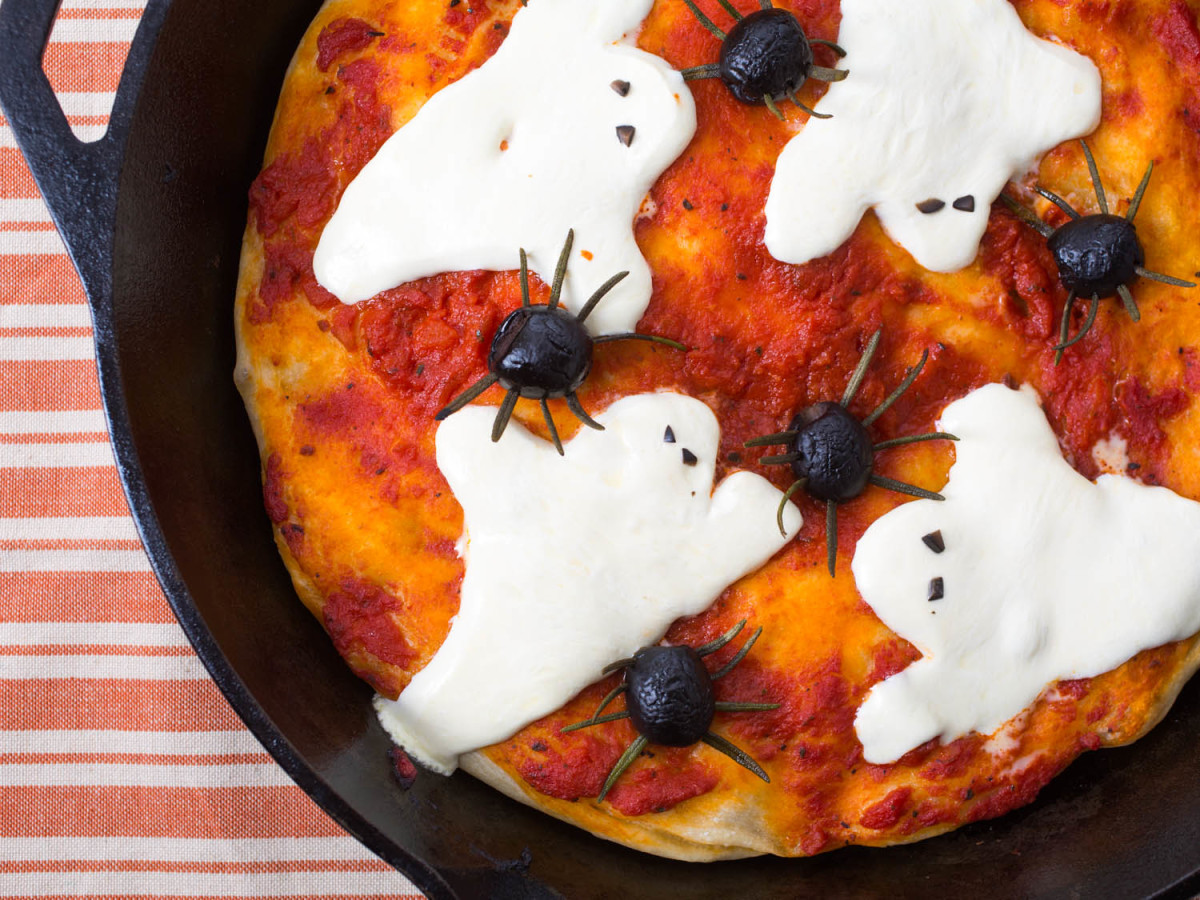 Fun Halloween pizza that is easy enough for kids to do.