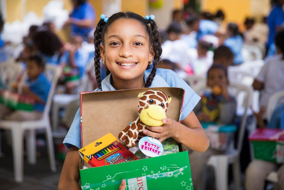 A girl holding her shoebox in the Dominican Republic.