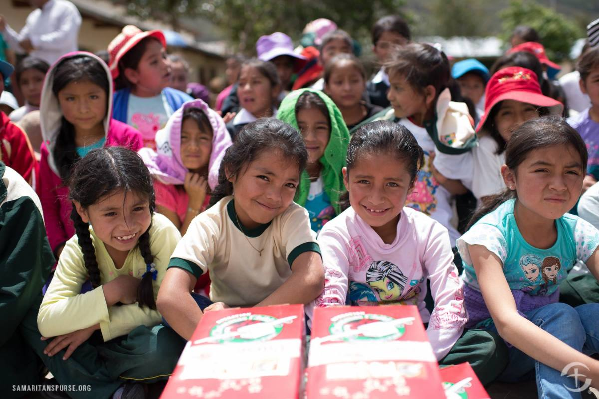 Girls ready to open their shoeboxes in Peru.