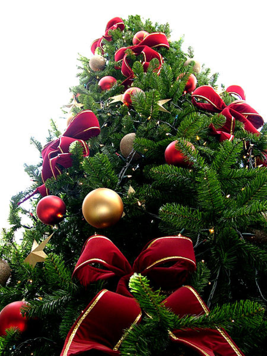 Red and green are the original colours associated with Christmas