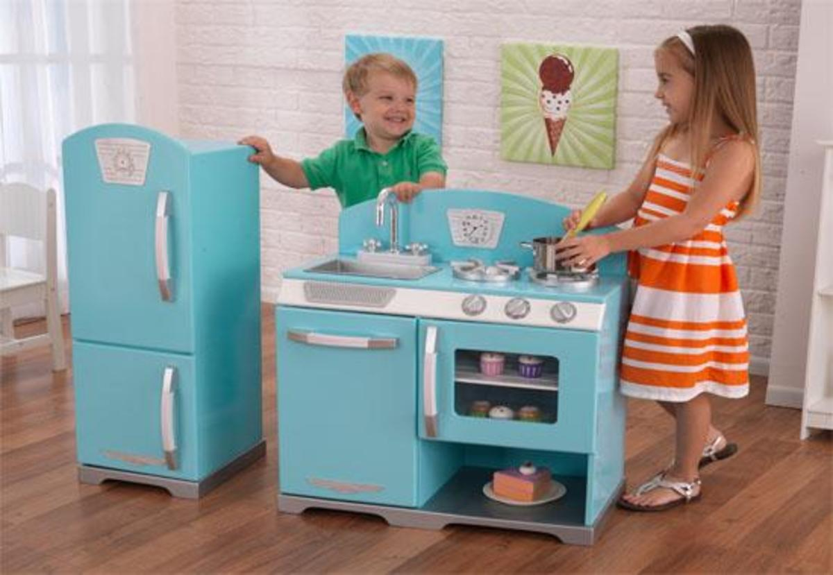 The KidKraft Kitchen is not only the perfect color for boys and girls, it also breaks apart making it easier to store in multiple locations.