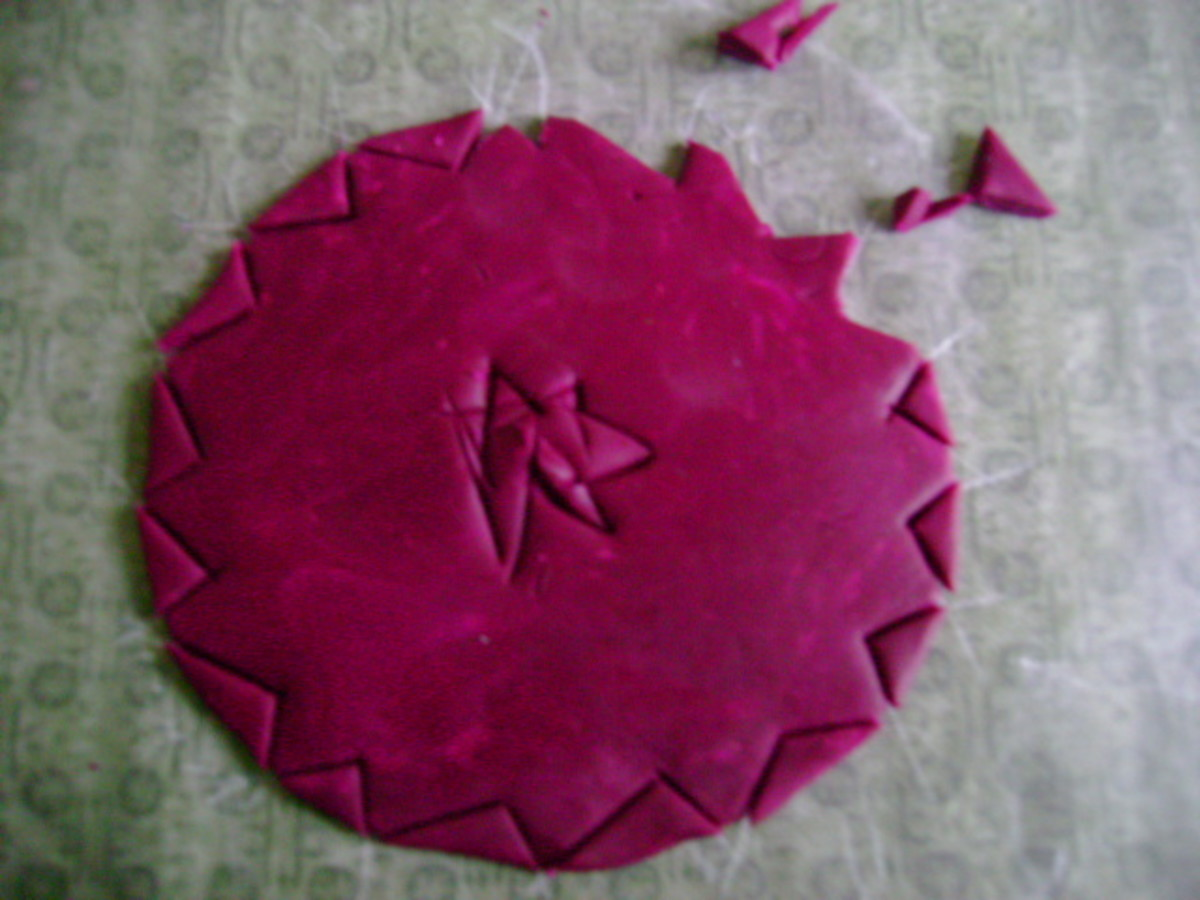 making jagged cuts to shape wreath ornament
