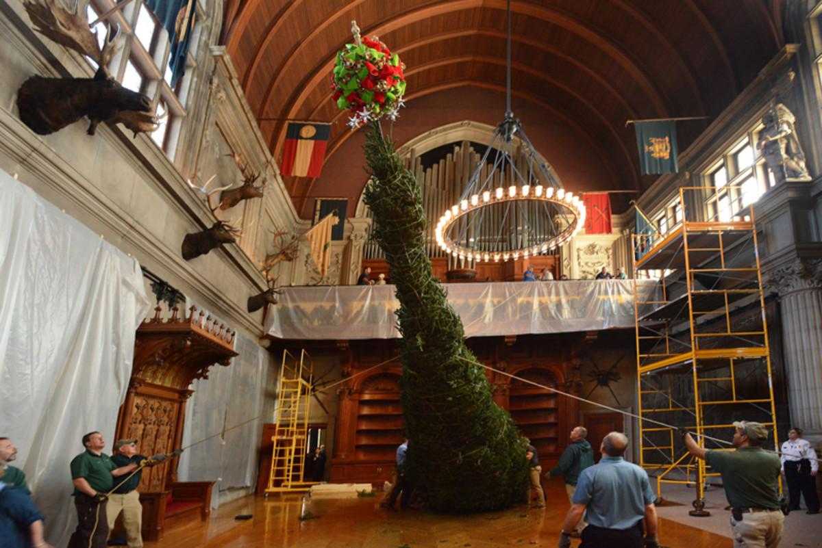 Raising of the Christmas Tree