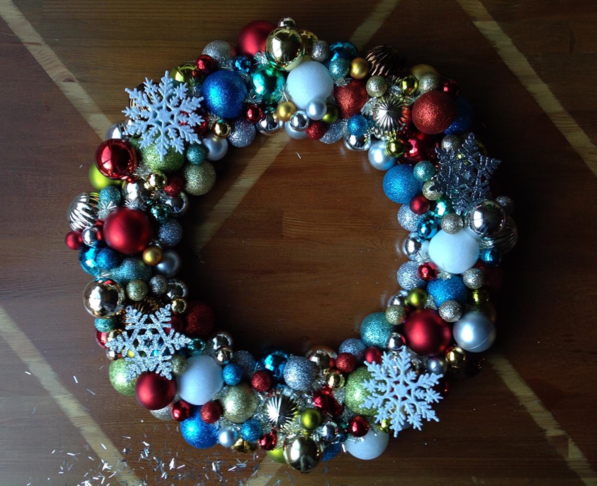 How to Make Christmas Ball Wreaths