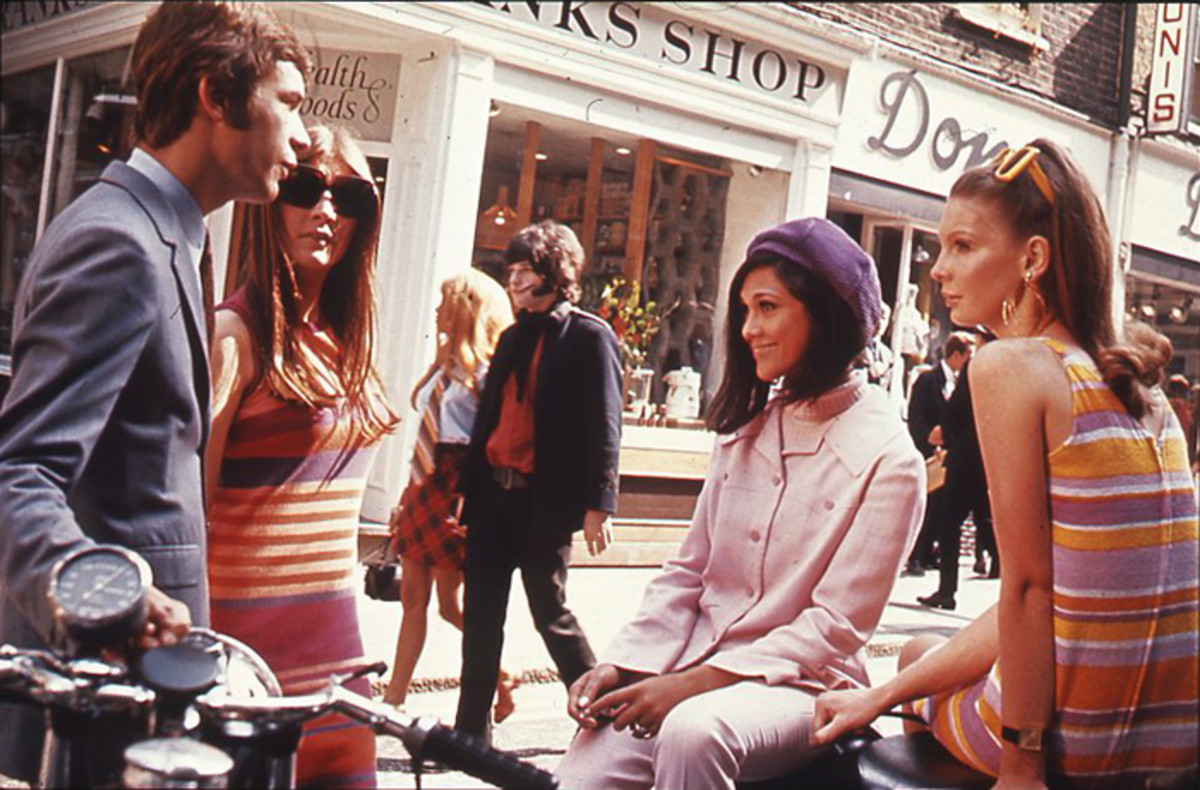 """Swinging London"": Teenagers in London's Carnaby Street in the 1960s."