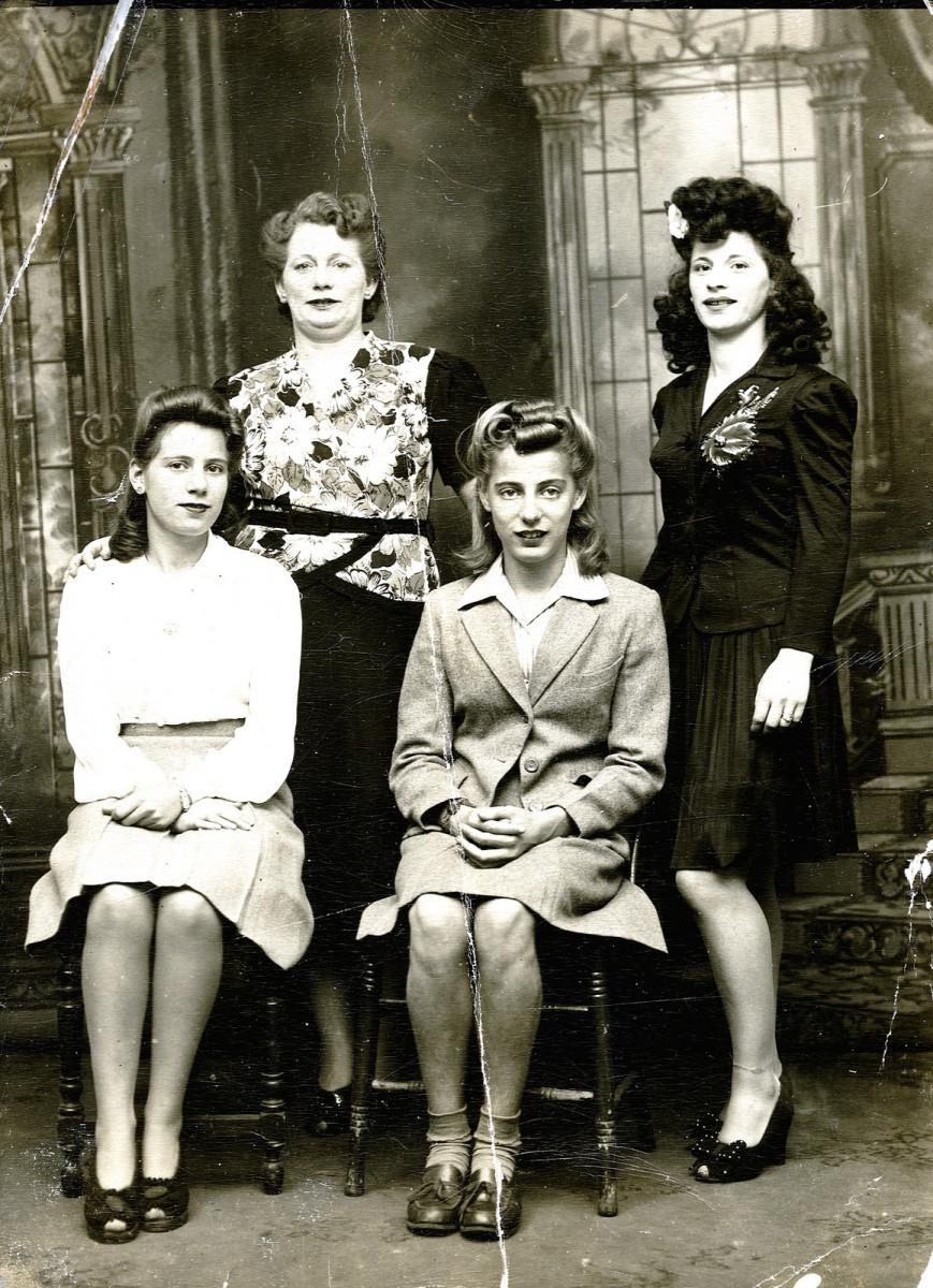 1940s women.