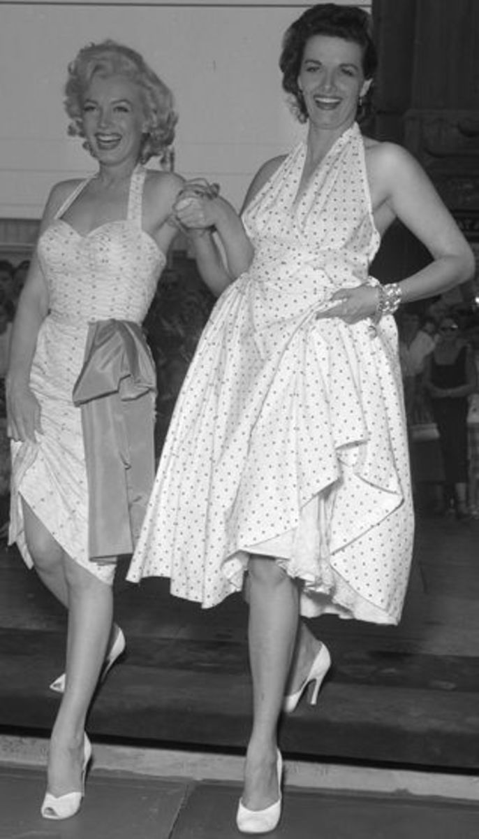 Marilyn Monroe and Jane Russell in 1953 (public domain)