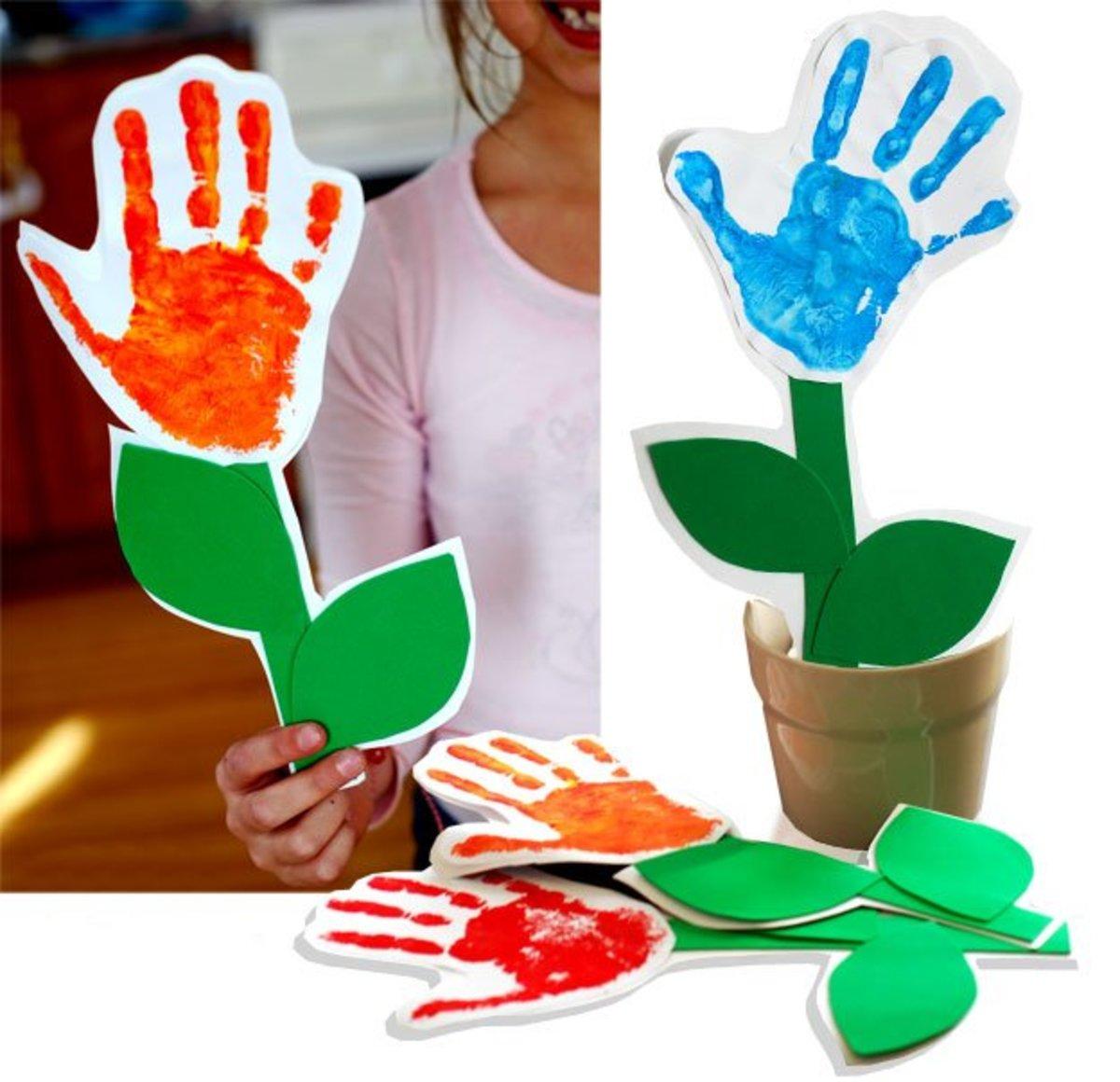 DIY handprint flower card for Mom