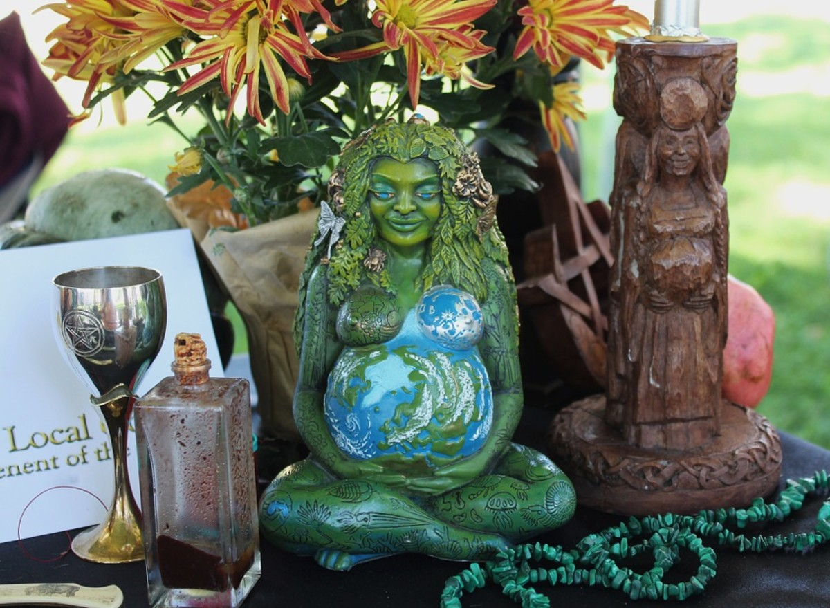 A statue can be used in meditation or as an altar or shrine decoration.