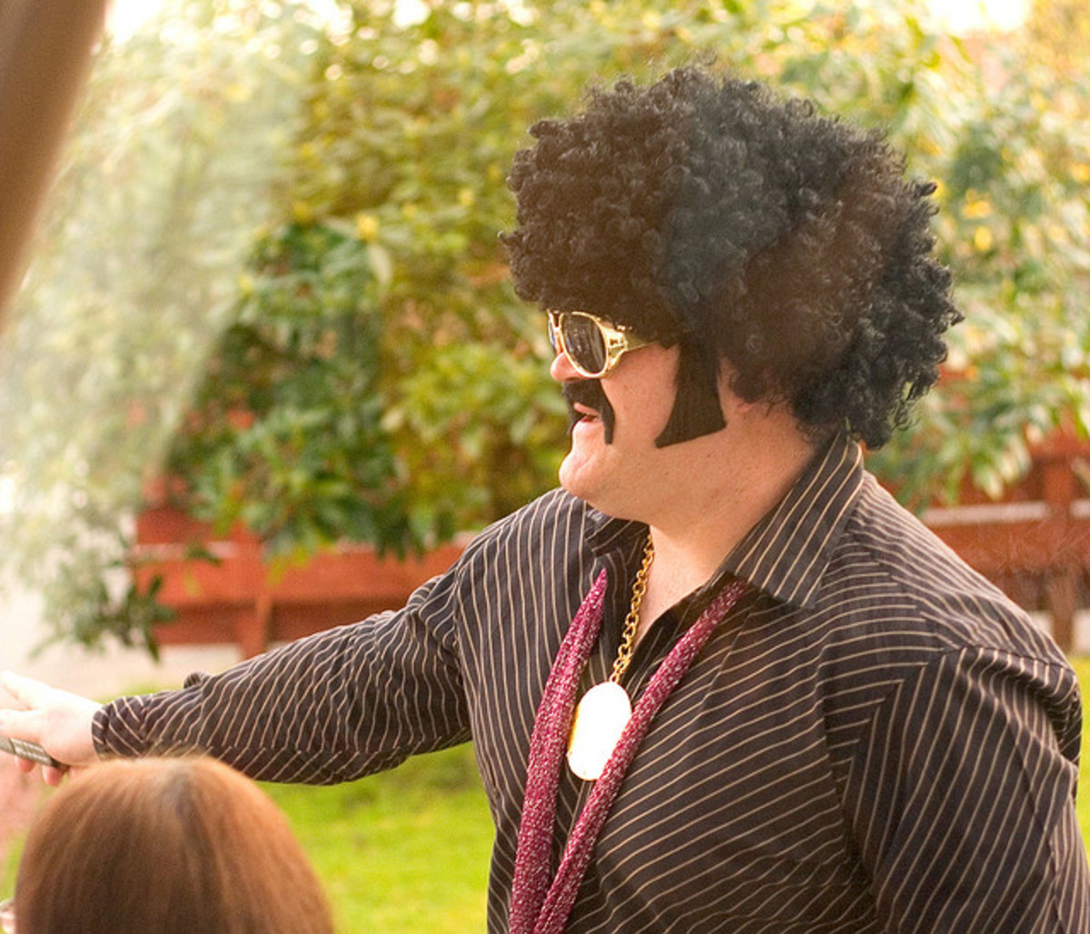 Afro wig with sunglasses are perfect easy disco accessories for men.