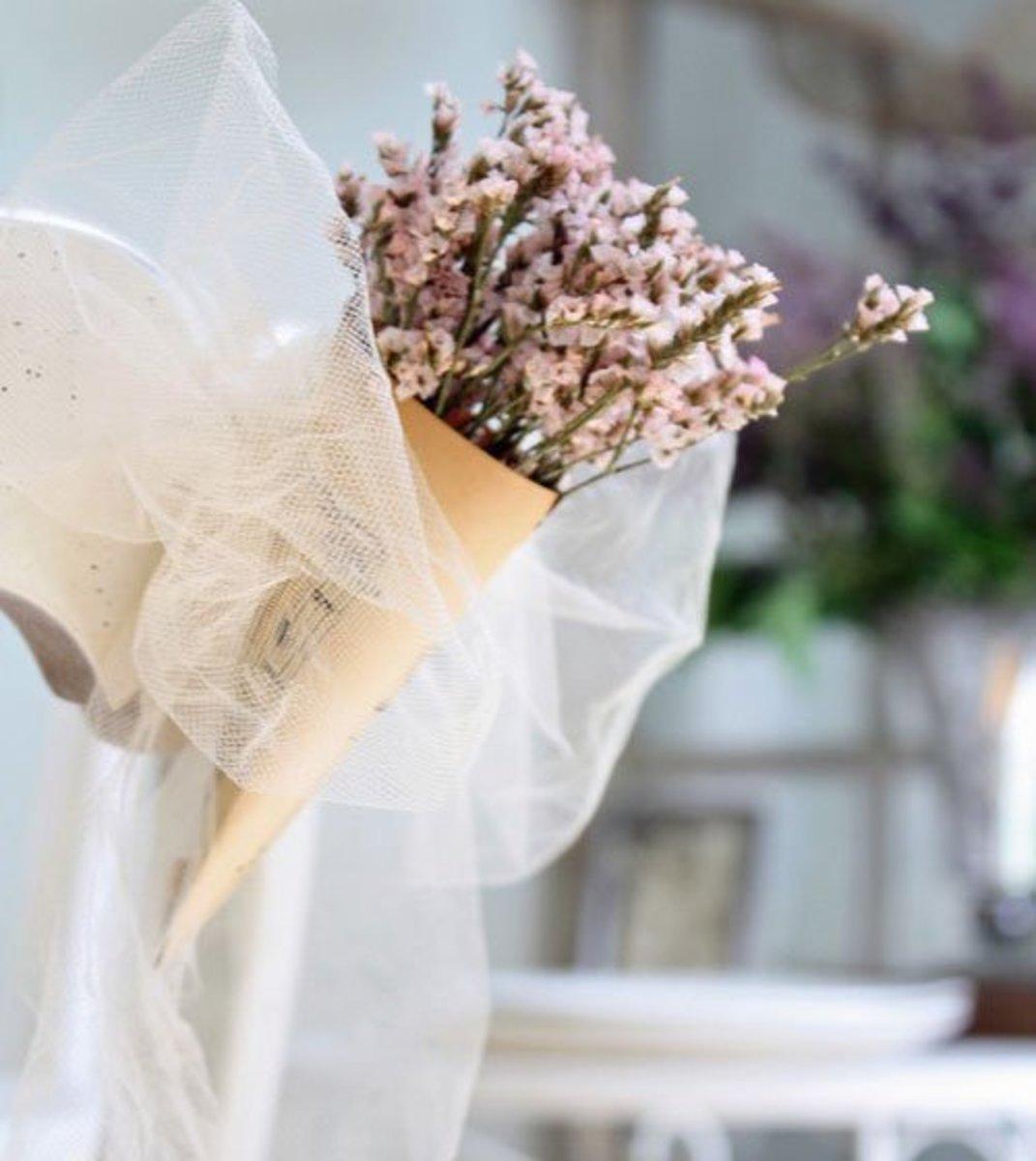 DIY Wedding Table Decoration Ideas   Delicate Chair Décor