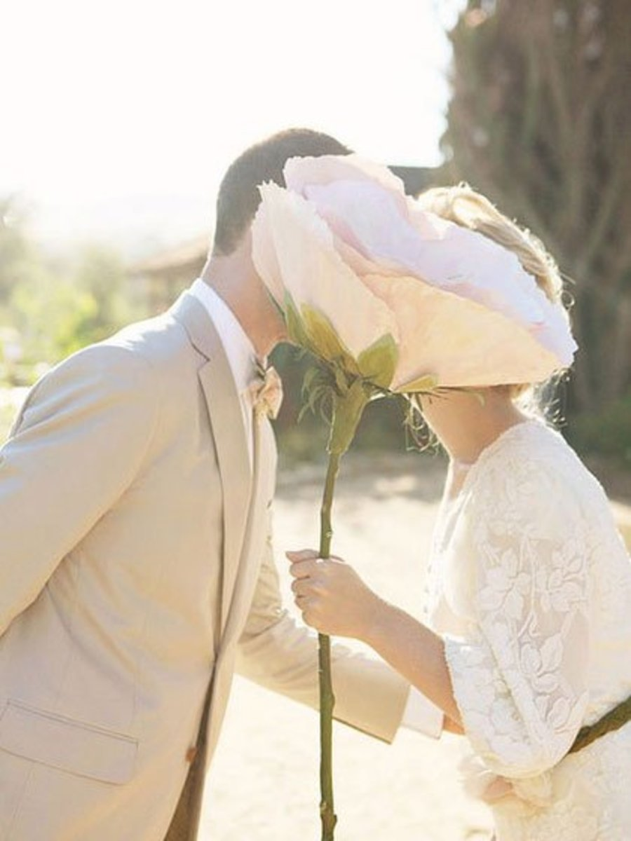 DIY Wedding Table Decoration Ideas   Oversized Paper Flower