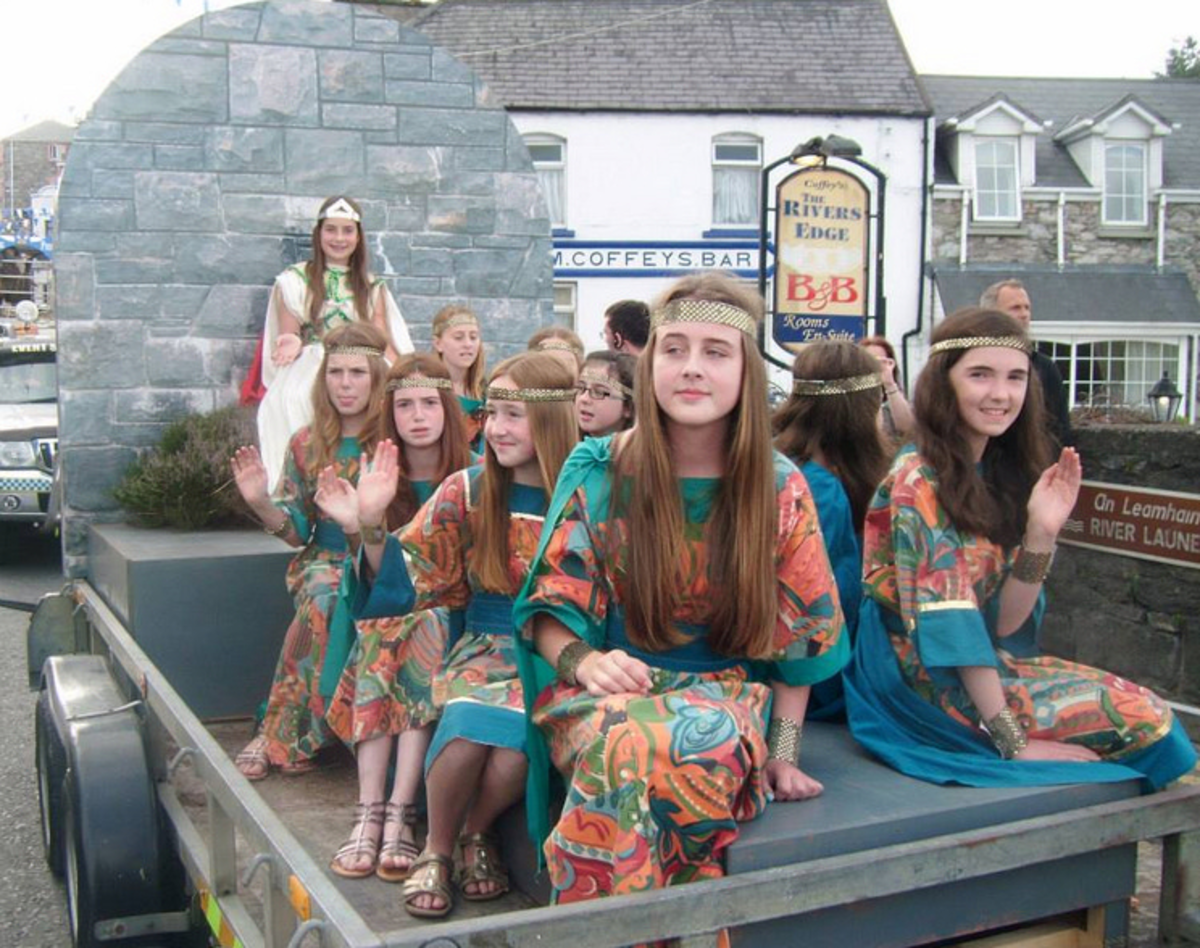 The Queen of the Puck Fair and her Handmaidens at the Coronation Parade