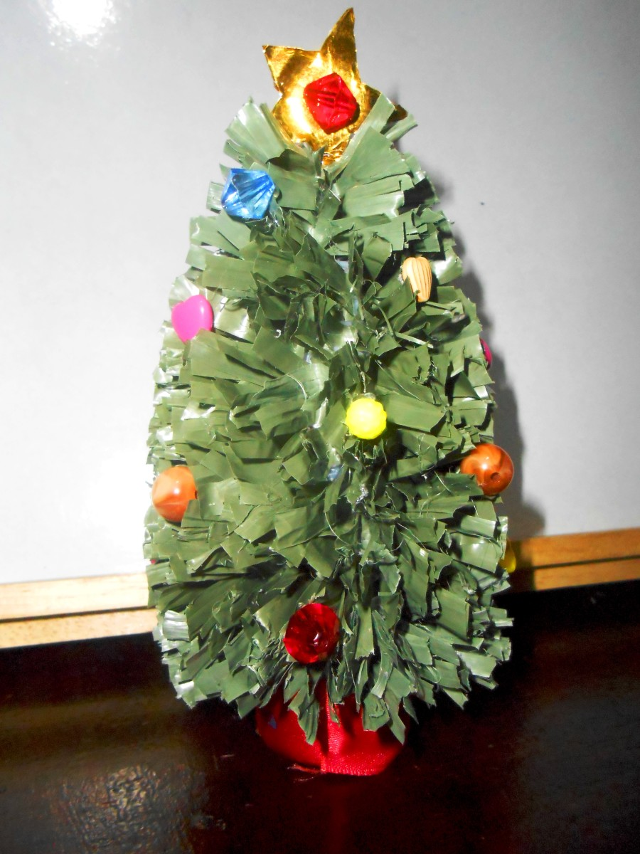 Pic #3: Mini Christmas tree decorated with beads.