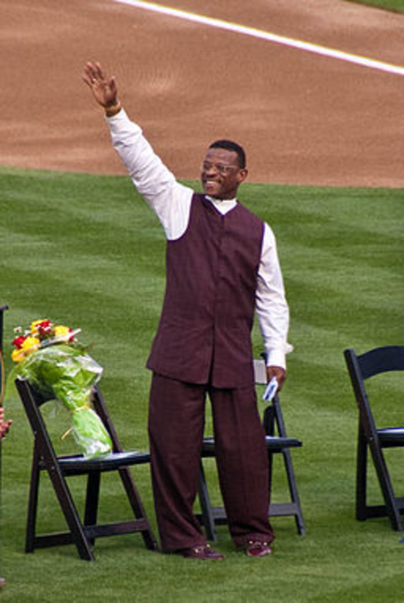Henderson being honored in Oakland, 1 Aug 2009.