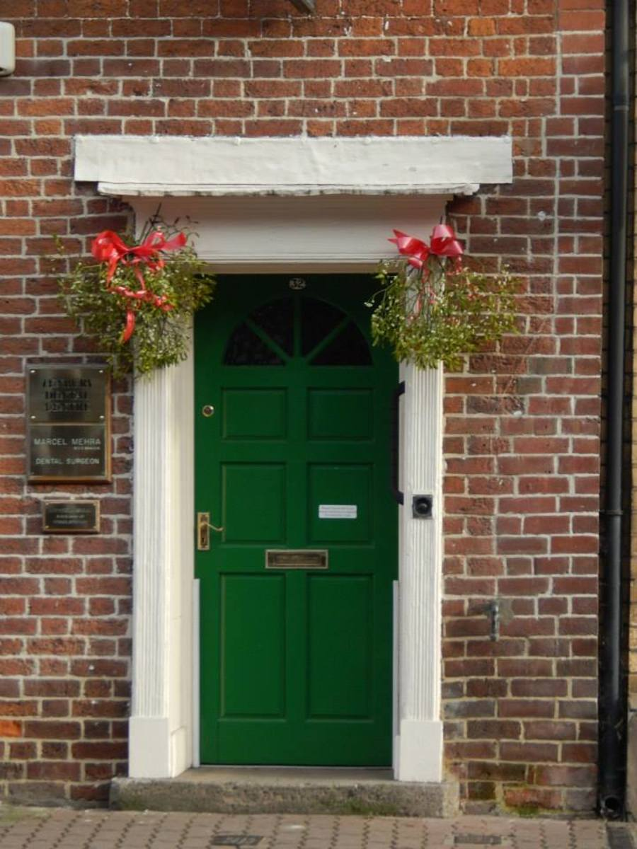 Dublin isn't the only place where you can find quaint Georgian doors! A sprig or two of mistletoe decorates every building in the town centre during the Tenbury Mistletoe Festival.