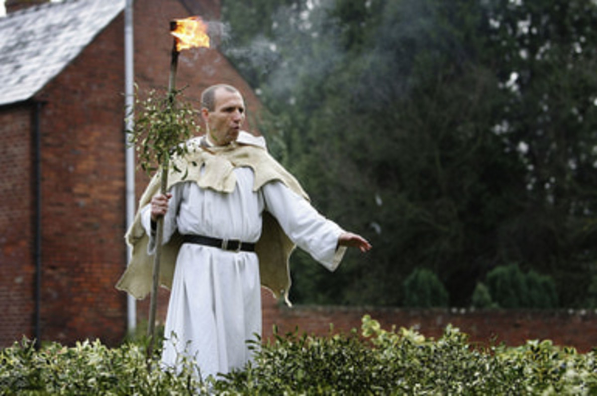 A modern-day Druid blesses the harvested mistletoe at Tenbury Wells
