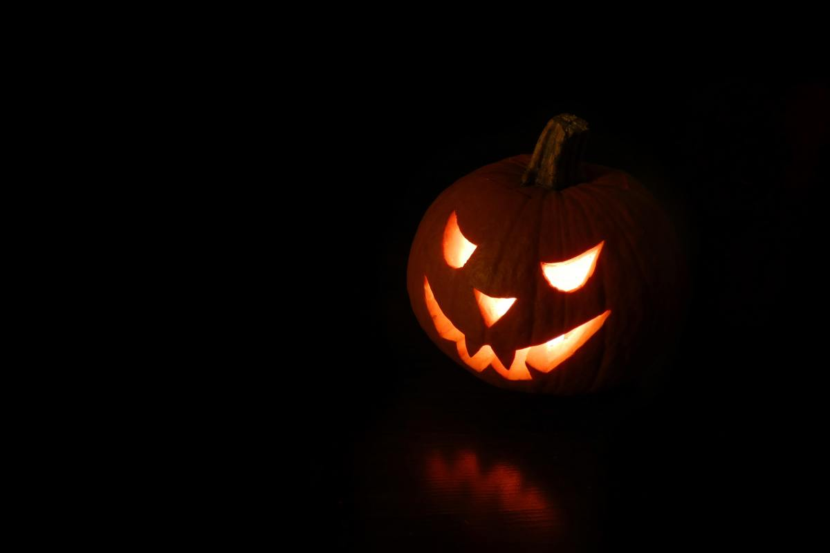 Jack-o-lanterns are a Halloween tradition from the American Colonies.