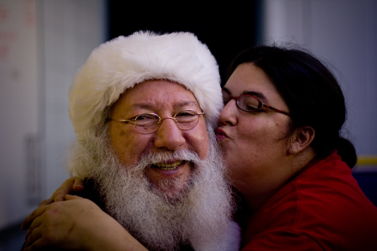 Santa gets some sugar. After putting up with frightened and cranky toddlers and long lines at the mall, Santa deserves a little loving, don't you think?