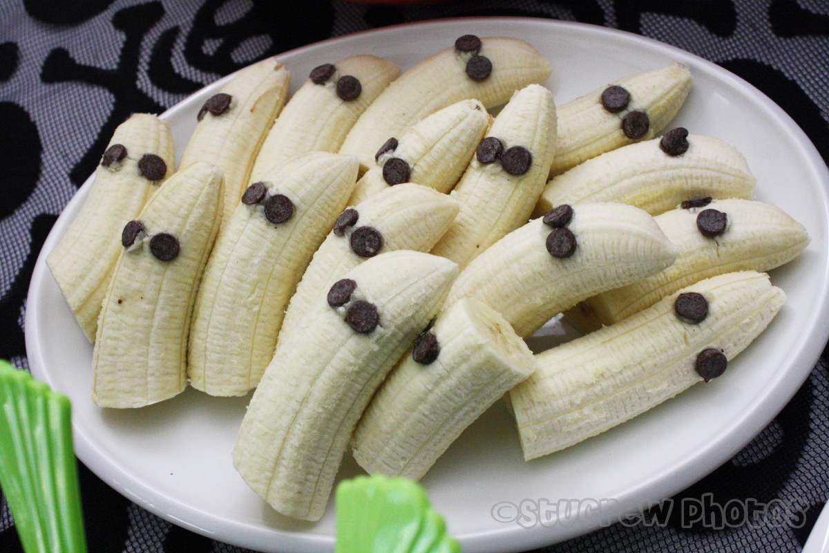 These super cute banana ghosts are yummy and easy to make.