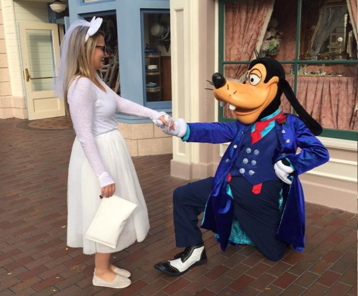 A goofy proposal: this wasn't one of our Disneyland scavenger hunt tasks, but it should've been!