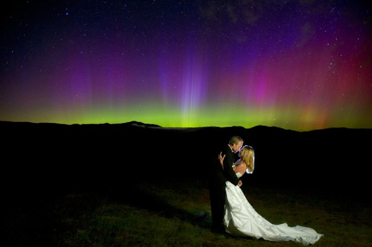 The ultimate wedding photo that can never be remade...under the northern lights...amazing!!!