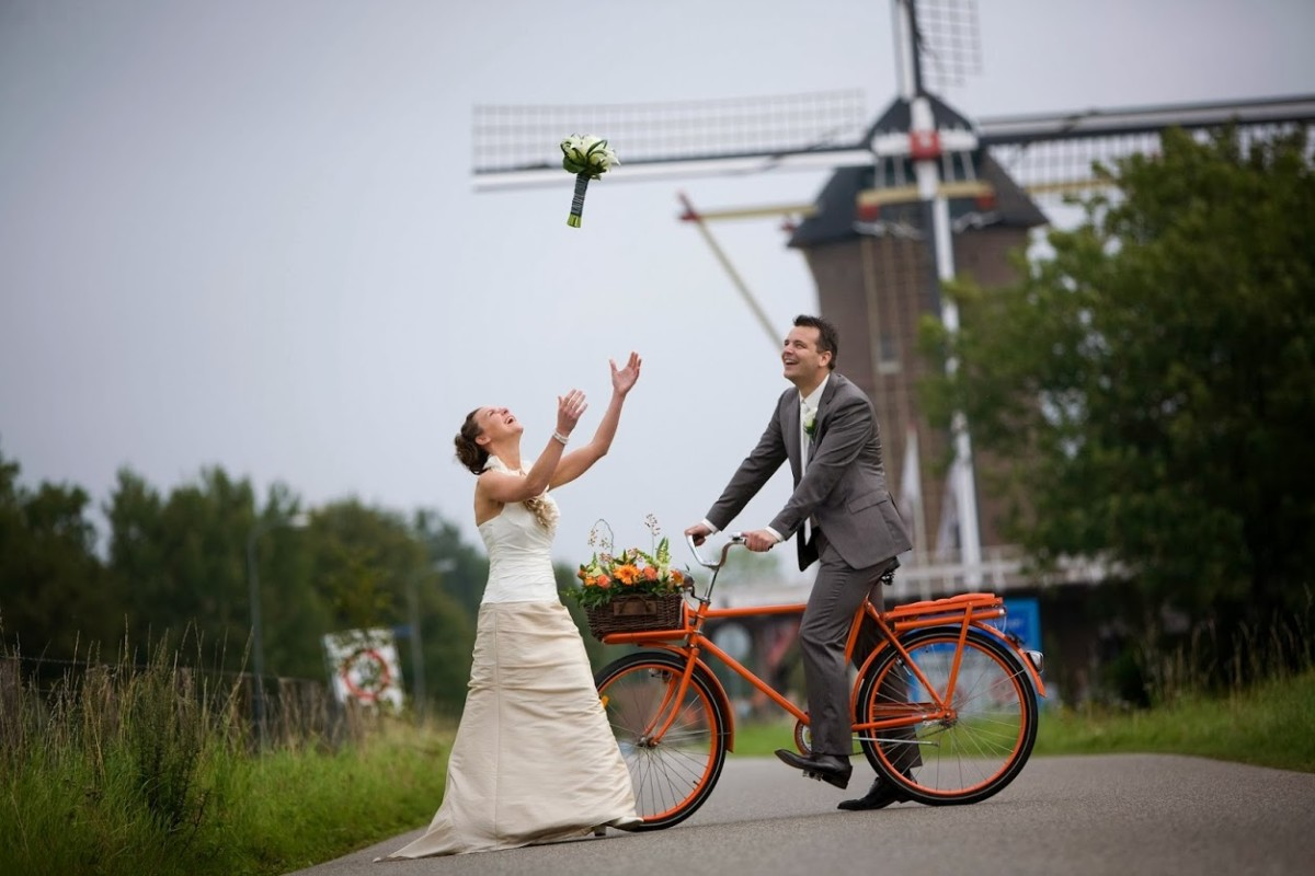 Typical dutch wedding is done with a bike...
