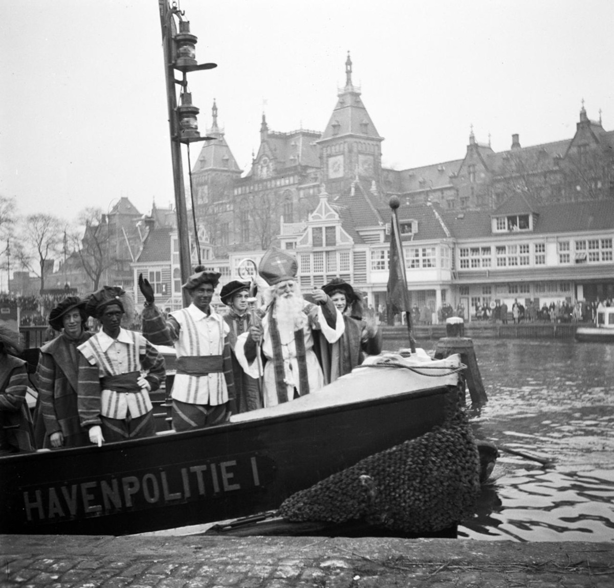 Sinterklaas arrives in Amsterdam in 1846