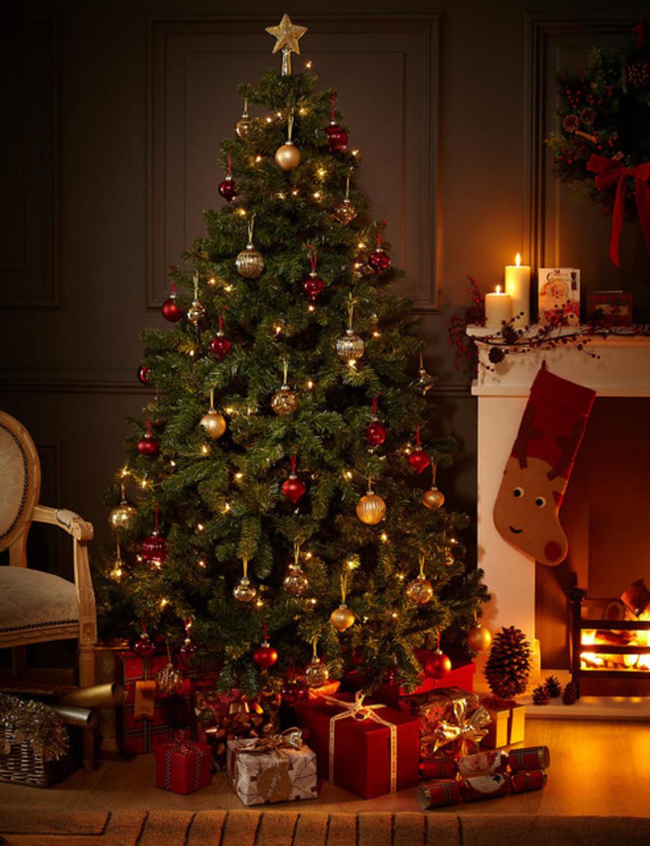 "15 ""O' Christmas Tree"" Trivia Facts"
