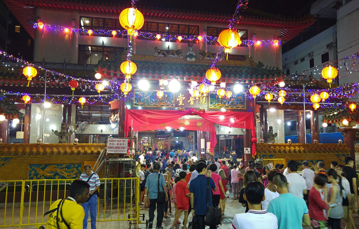Kwan Im Thong Hood Cho Temple is the most popular temple for offerings on Chinese New Year's Eve.