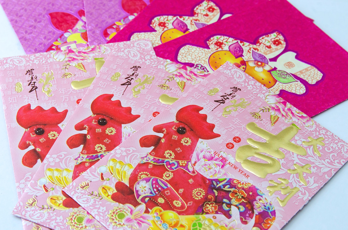 Chinese children love the new year, for they receive hong bao, or red packets. These are small envelopes containing money. Nowadays, hong bao come in all shades of red.