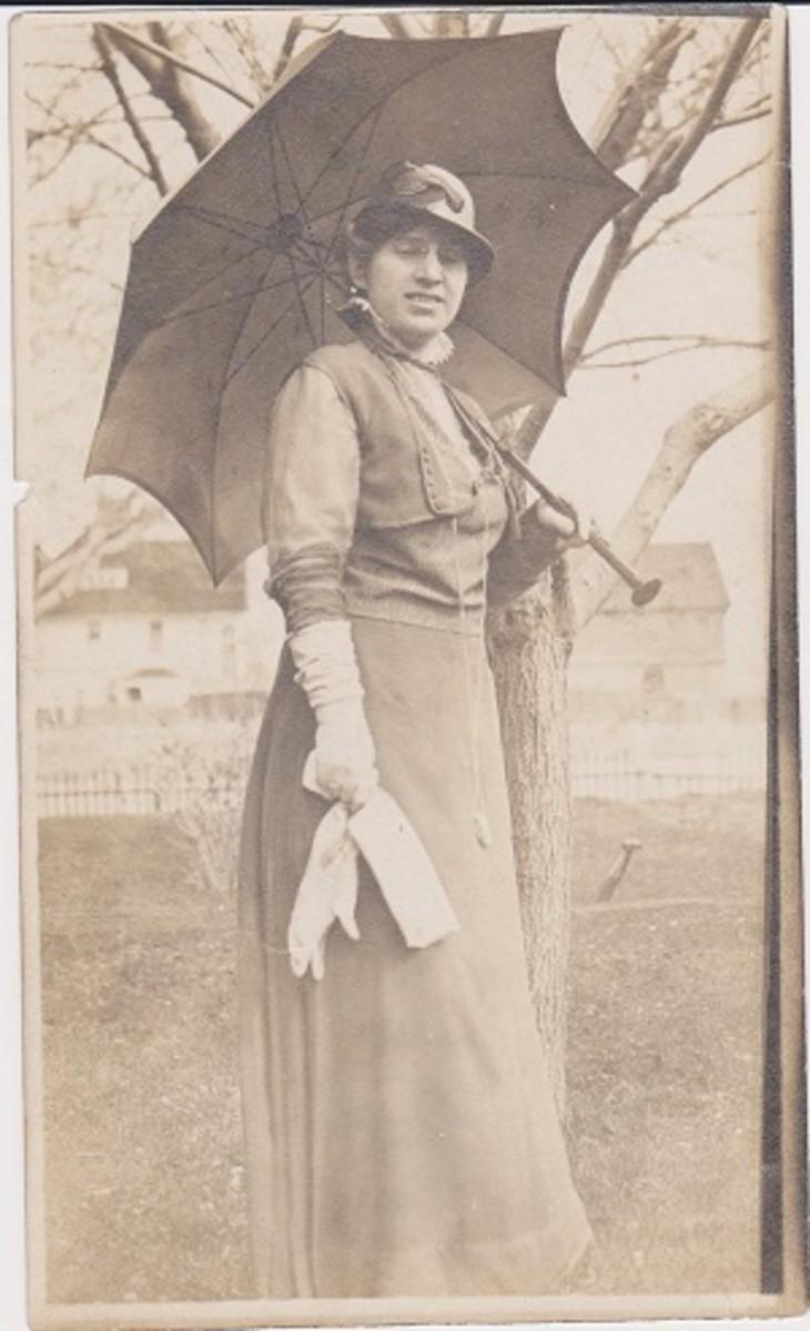 Charlie's older sister, Ernestine Burg Alderson,1900.