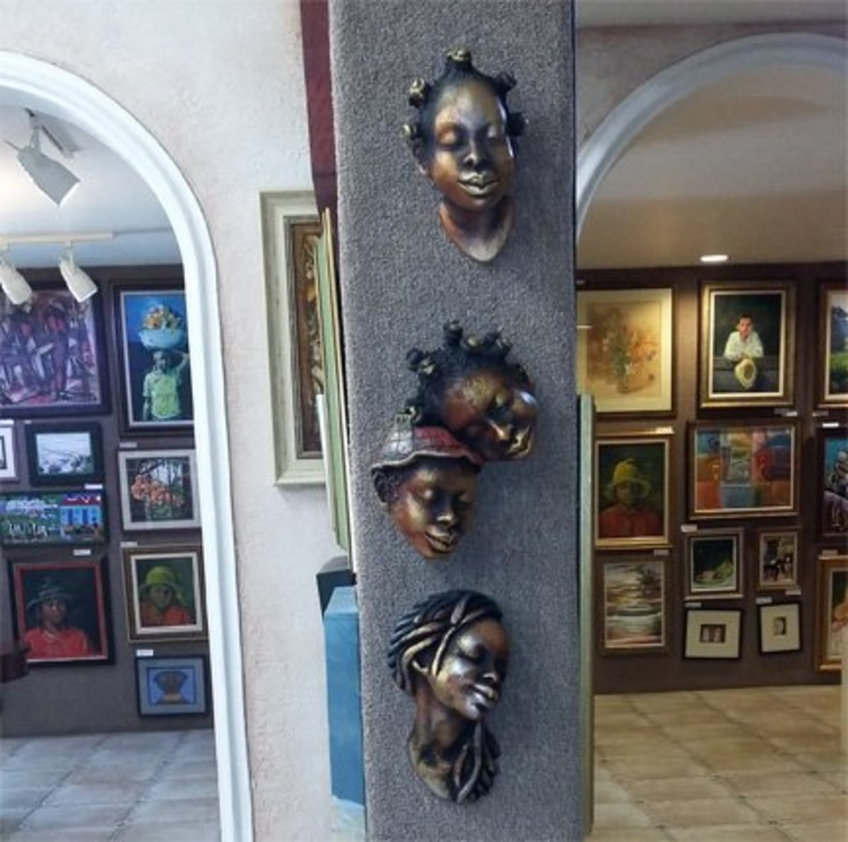 Head sculptures from an art gallery—a potential gift choice.