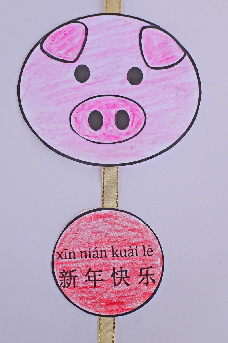 Use the template below to make this pig ornament and charm.