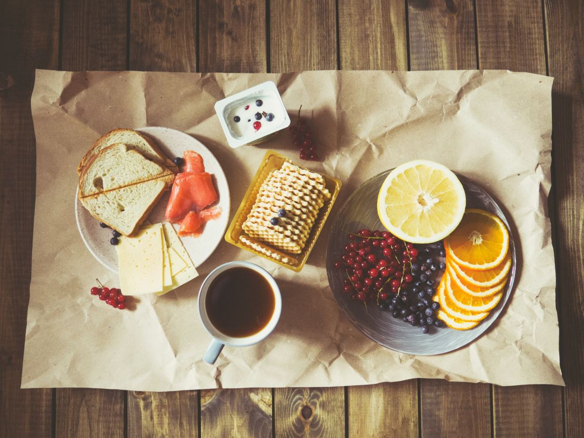 Gift foods that the host can offer as snacks to visitors.