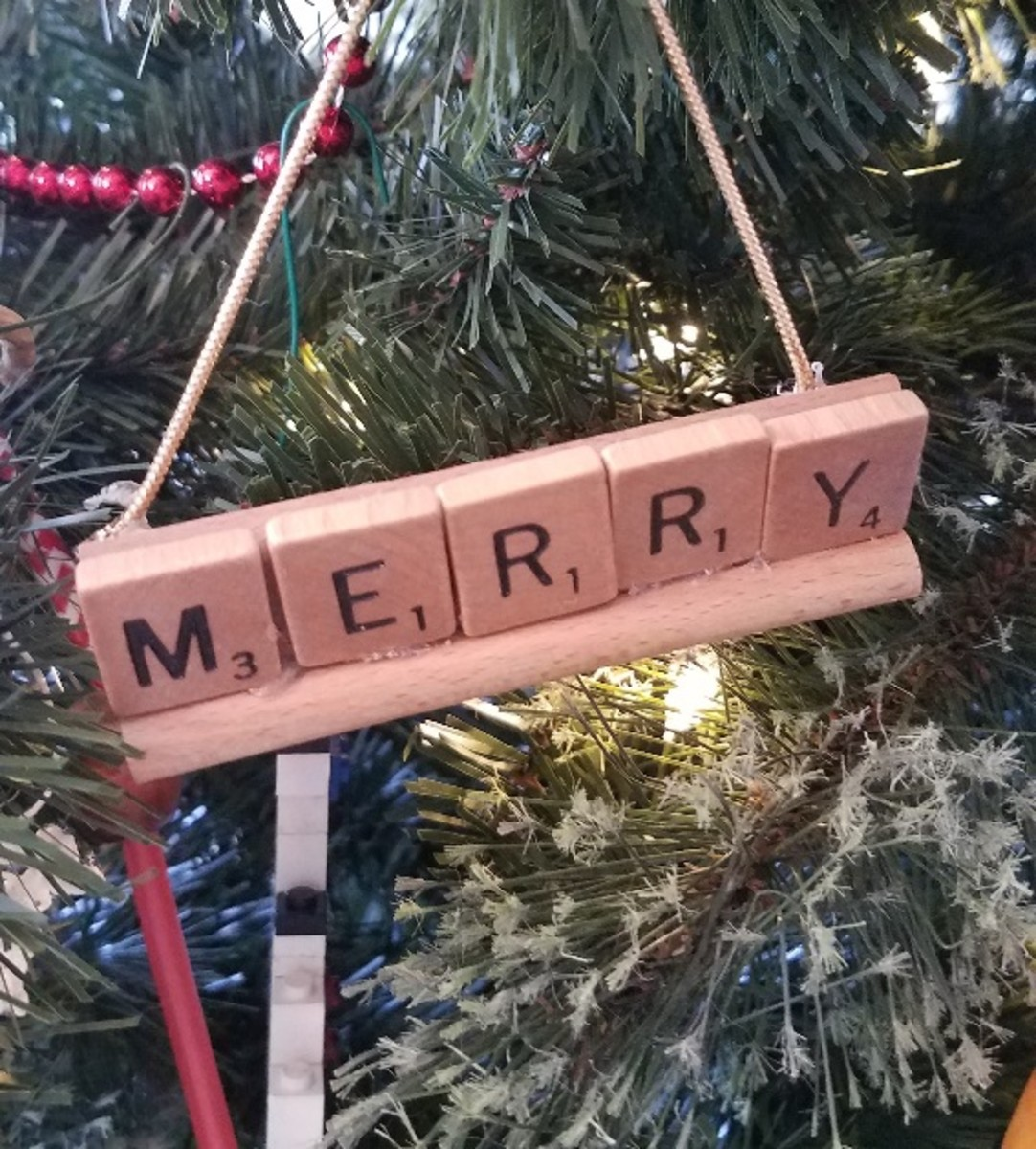 You can use Scrabble letters to spell a variety of holiday-themed words.